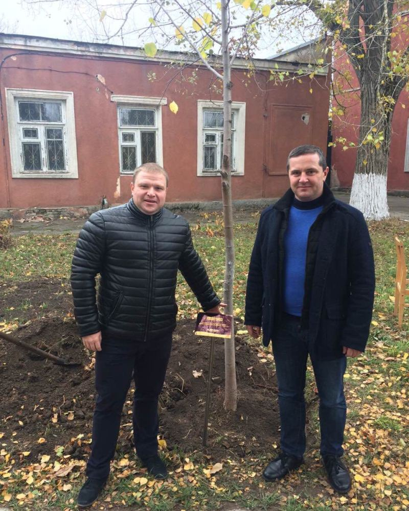 Партнерские договоренности подкрепляем посадкой молодого дерева